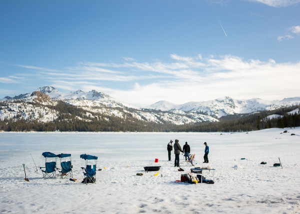 Ice Fishing - Shallow DOF with CV 21/1.8 wide open